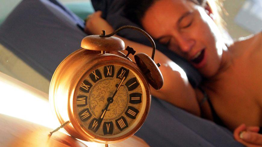 Pour la première fois, le temps moyen de sommeil quotidien des Français est passé sous la barre des 7 heures.