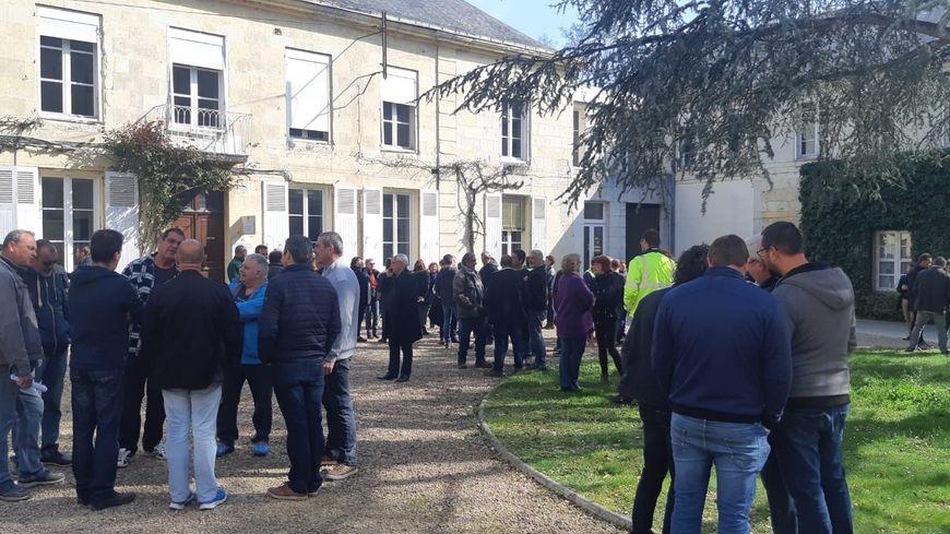 La papeterie Arjowiggins représente près de 600 emplois à Bessé sur Braye. De nombreux salariés se sont réunis sur le site ce vendredi 29 mars 2019, à l'invitation de la direction