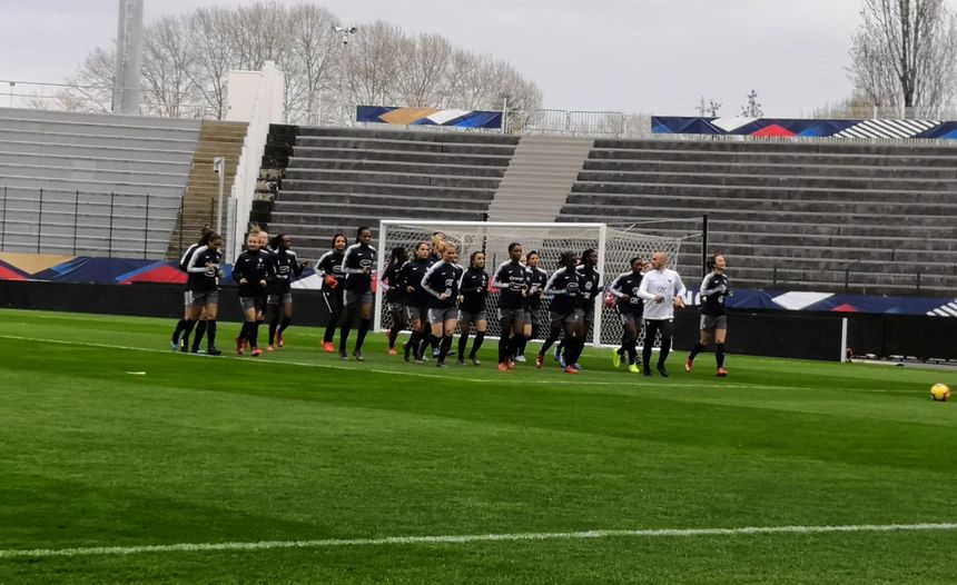 Les Bleues à l'entrainement ce dimanche après-midi avant France Uruguay ce lundi soir au stade de la vallée du Cher, à Tours.