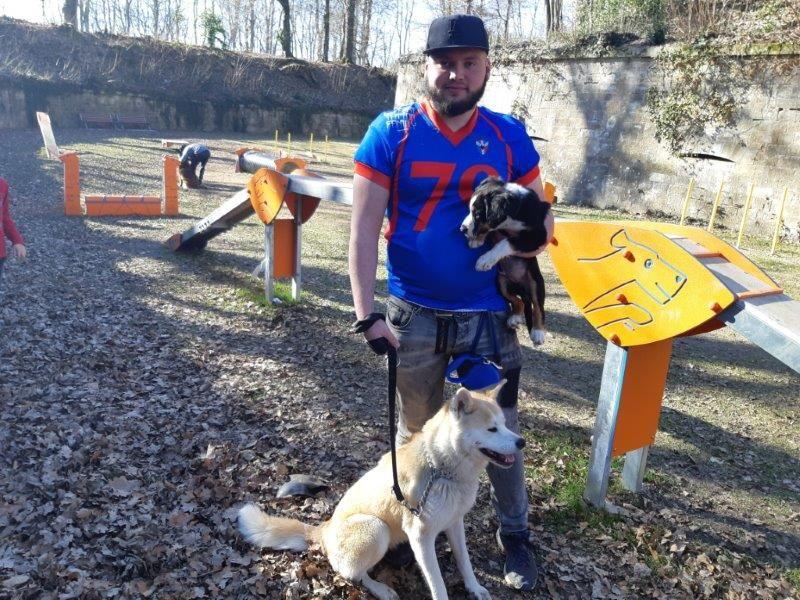 Le caniparc offre 4 000 m2 de liberté aux chiens et leurs maîtres dans les remparts du Fort Hatry.