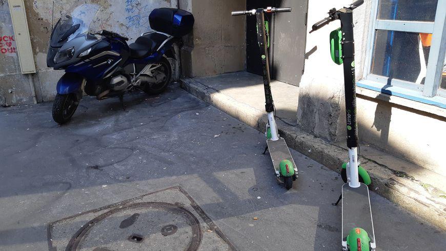 Les utilisateurs qui roulent sur le trottoir seront désormais verablisés à hauteur de 135€