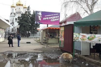 A Konstantinovka, les habitants de cette ville du Donbass en majorité russophone semblent indifférents aux nouvelles promesses du candidat Porochenko
