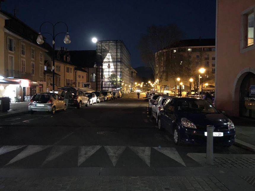 La reconstitution commencera dans le centre-ville de Chambéry, vers la rue de la République (ici en photo) où Arthur Noyer a disparu le 11 avril 2017.