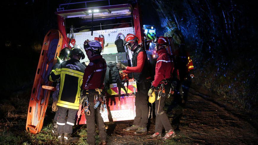 Les pompiers spécialisés en milieux périlleux sont intervenus.