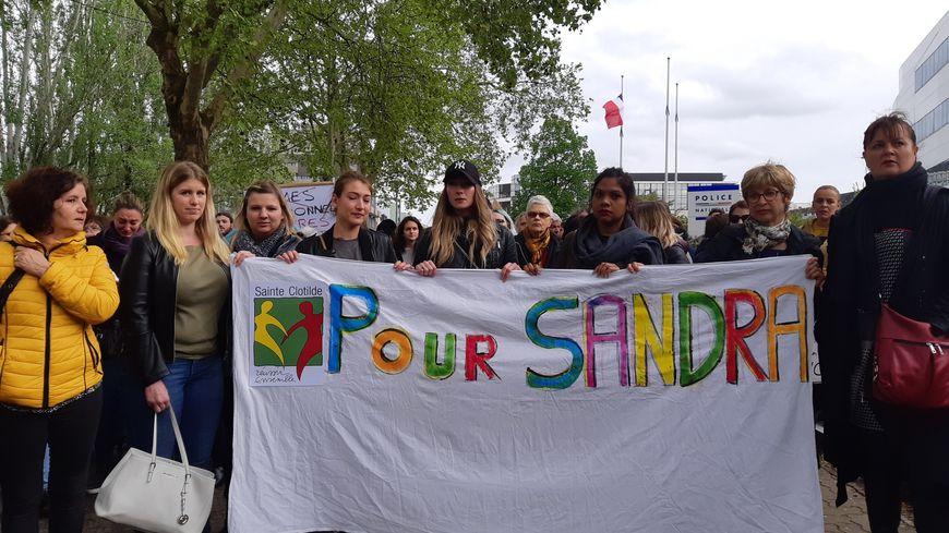 Des membres de l'entourage de Sandra Baumann lors de la marche contre les violences conjugales à Strasbourg le 26/04/2019.