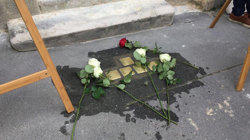 Cinq pavés de la mémoire ont été posés au 14 rue Victor Hugo, à Libourne.
