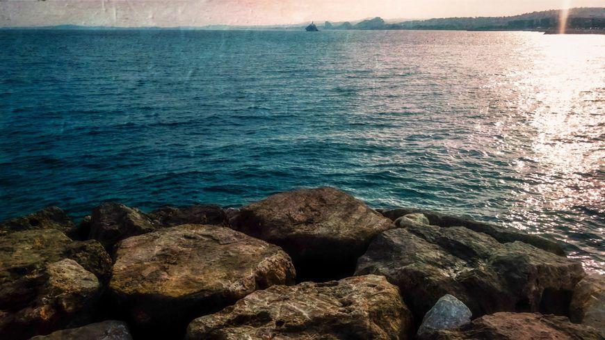 Incendie à la station d'épuration de Cagnes-sur-Mer: les plages fermées à cause d'un risque de pollution
