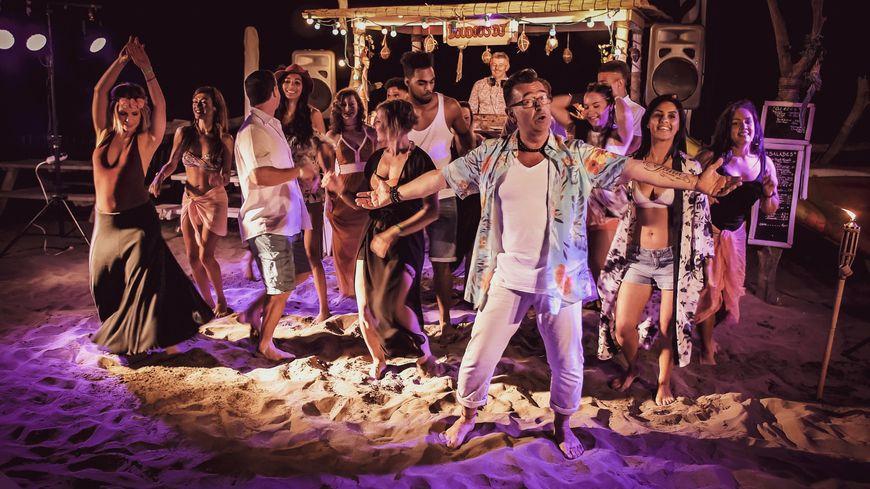 """Le clip de """"La Biguine à Doudou"""" de Michel Player a été tourné sur la plage de l'Espiguette au Grau du Roi"""