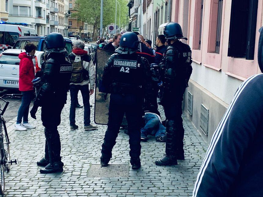 Des tensions entre gendarmes et gilets jaunes rue des Orphelins