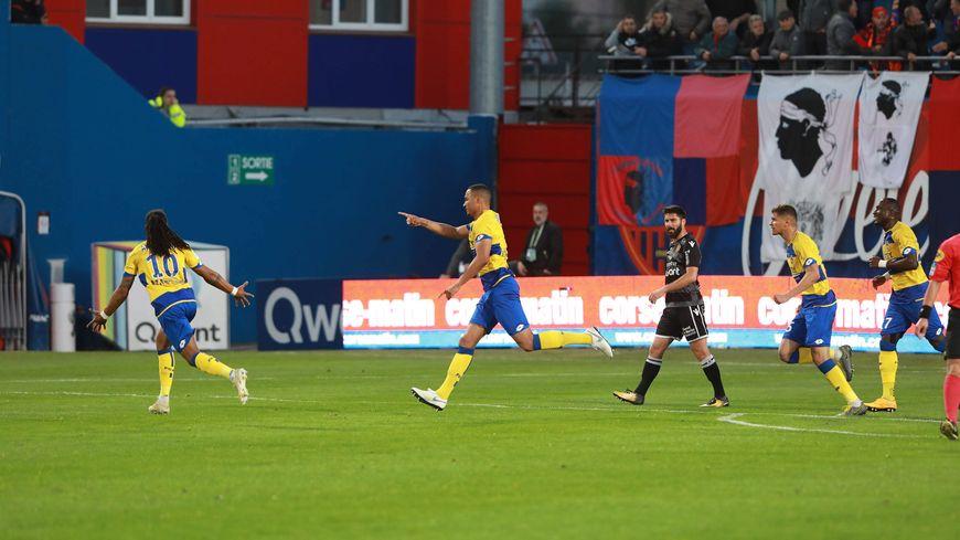 Olivier Verdon vient d'ouvrir le score et montrer la voie du succès du FCSM au Gazélec Ajaccio (2-0)