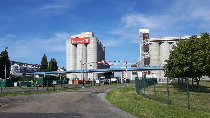Les silos Limagrain du site d'Ennezat
