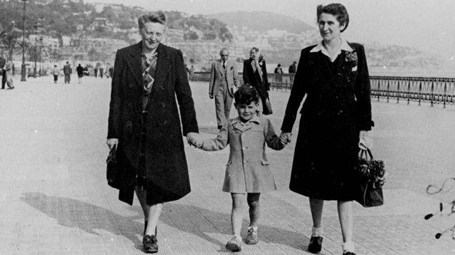 Juliette Vidal et Marinette Guy à Nice avec leur fils adoptif