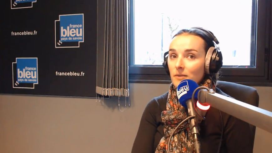Marie Bochet, dans les studios de France Bleu Pays de Savoie