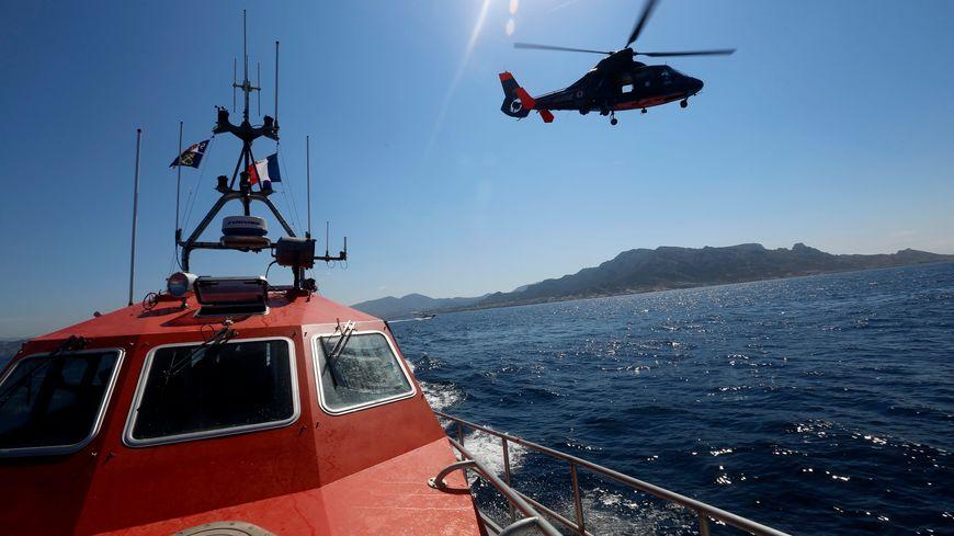 Un hélicoptère dauphin de la marine nationale (illustration)