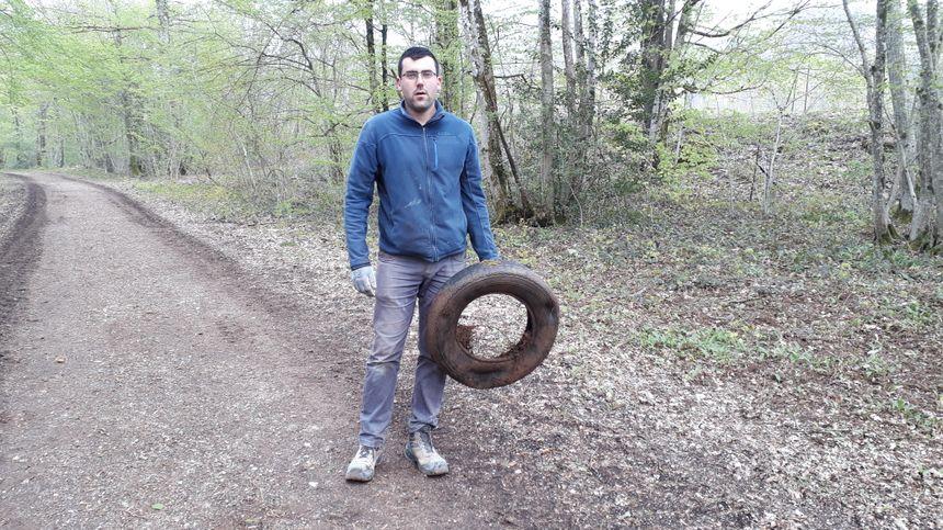 Aloïs a ramassé un pneu