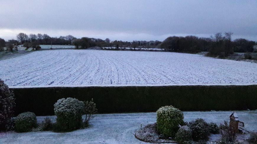 Des champs tous blancs à Plougras dans les Côtes d'Armor
