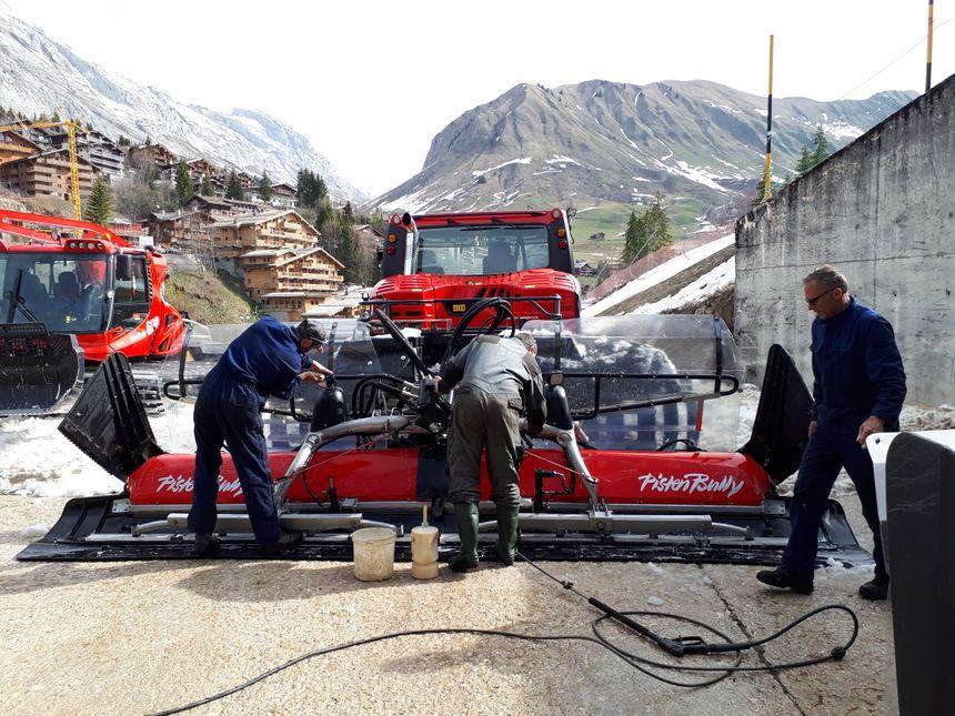 A quarante mille euros la machine, les dameuses sont bichonnées par leurs conducteurs