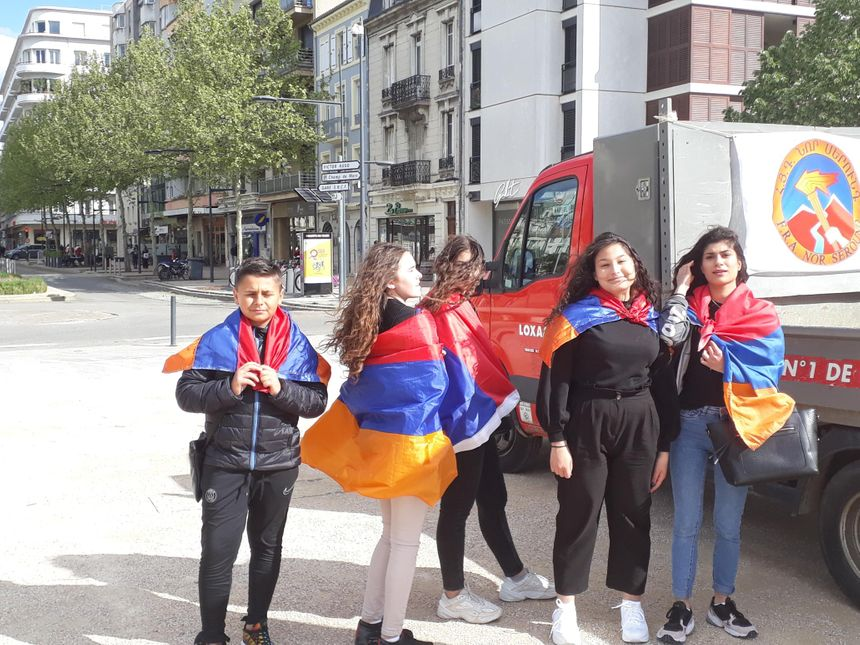 Beaucoup de fierté dans ce défilé des Arméniens et descendants d'Arméniens à Valence