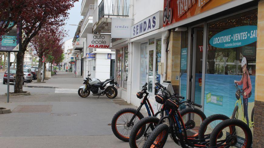 Le maire de Royan veut réglementer l'usage des trottinettes électriques. Une inquiétude pour certains loueurs de trottinettes tout terrain.