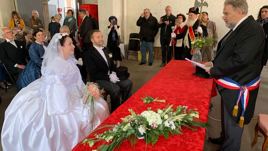 Le mariage d'Emma et Charles Bovary à la mairie de Ry.