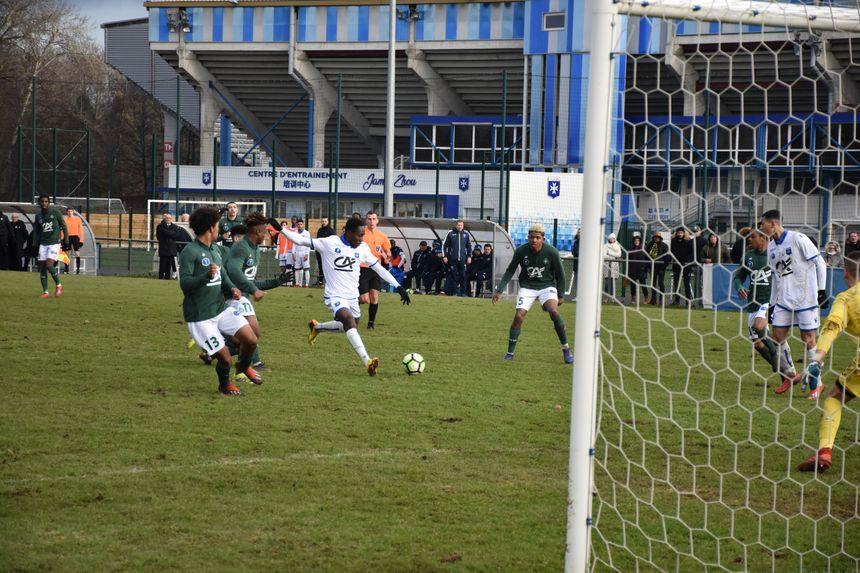 Ousmane Camara avec les 19 ans de l'AJA en Coupe Gambardella face à St Etienne