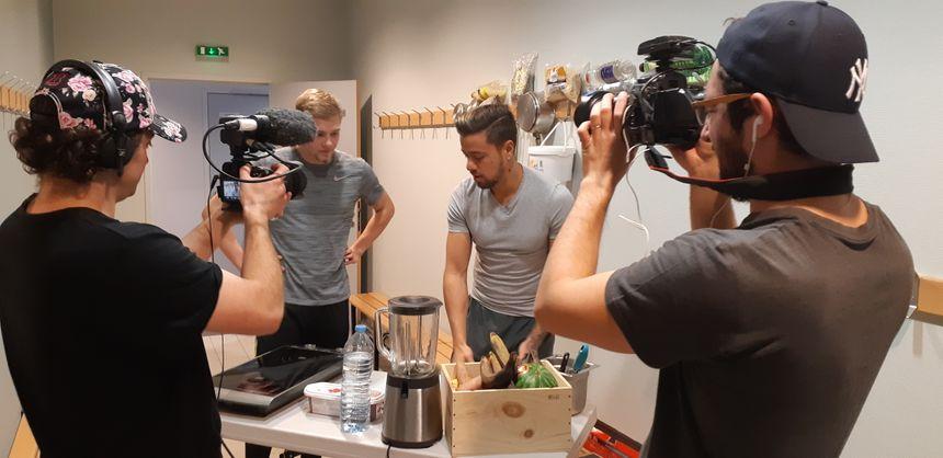 Florian Barbarot enregistre une vidéo pour sa chaîne à Val-de-Reuil
