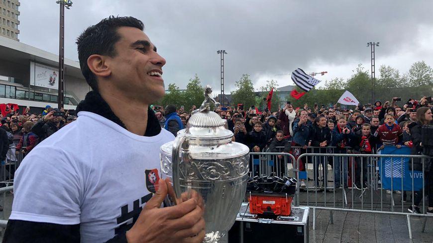 Benjamin André le capitaine Rouge et Noir fier de présenter la Coupe de France