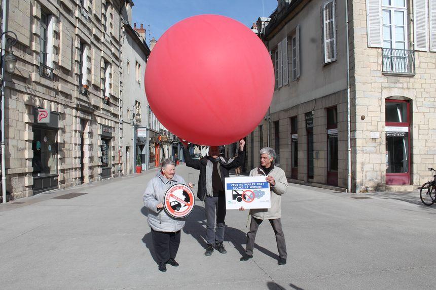 Un ballon de 2,50 m3, l'équivalent du volume de gaz d'échappement qui sort d'un car en une minute de ralenti.
