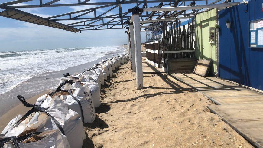 """La paillote """"Le Cabanon de la plage"""" a été démonté temporairement"""
