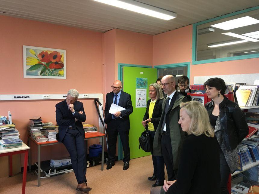 Le maire de Caen et son adjointe chargée de l'éducation, la rectrice de la région Normandie et l'inspecteur d'Académie sont venus voir à quoi ressemble ces cours du mercredi