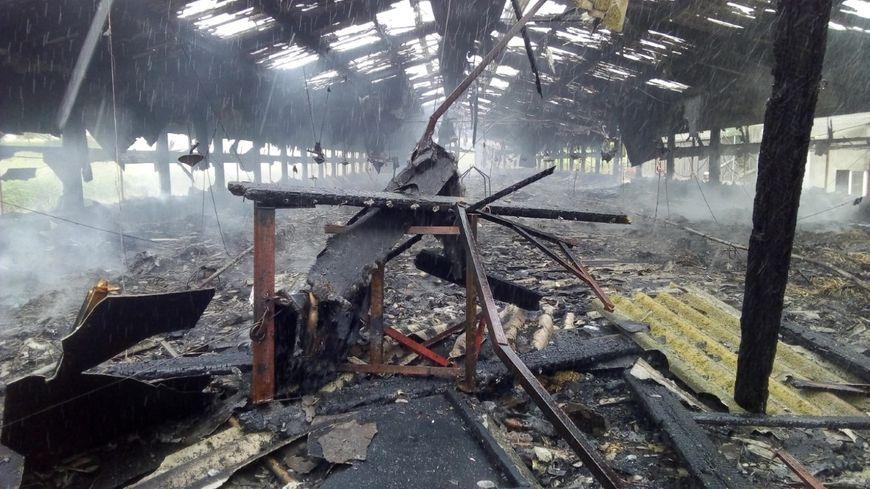 La bâtiment agricole est totalement détruit