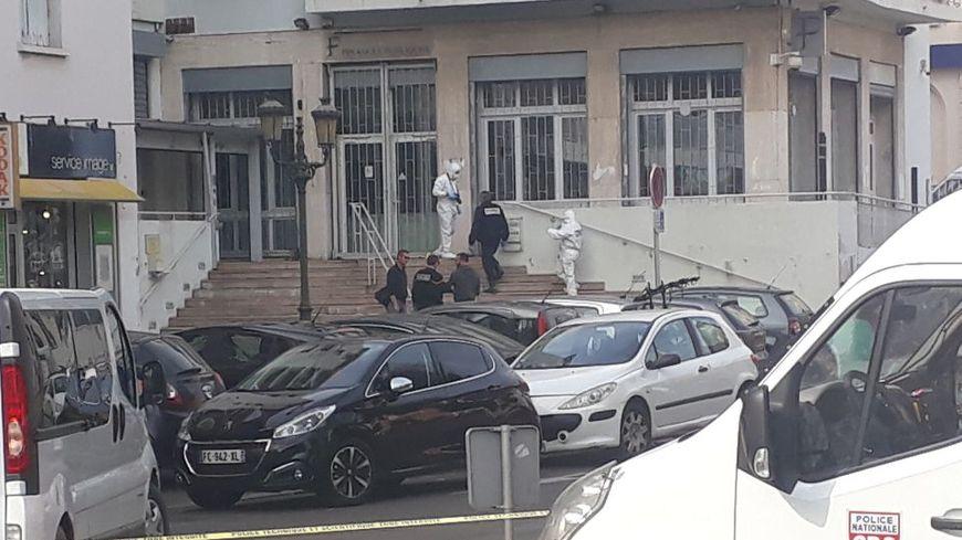 """Interventions des démineurs suite à la dé""""couverte d'une charge explosive devant le bâtiment des finances publiques à Bastia"""