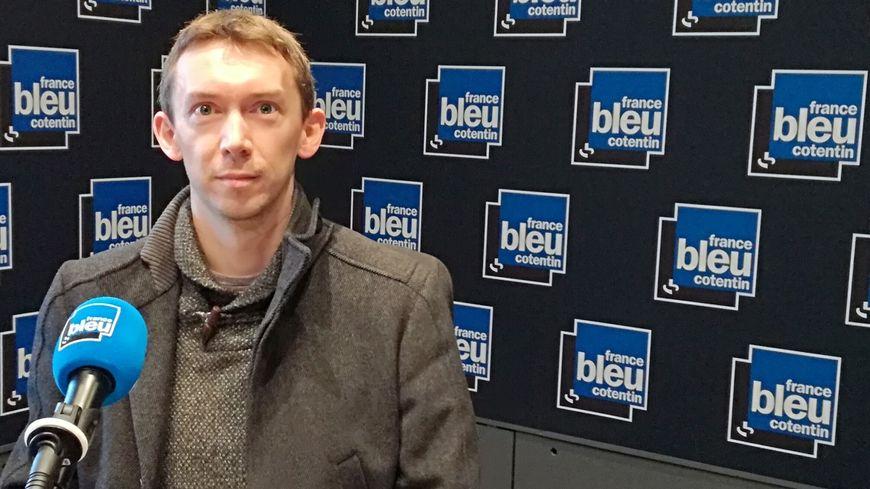 François Beaumont est l'un des deux maïeuticiens qui proposent ces cours pour les futurs papas