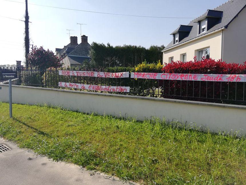 Plusieurs banderoles ont été accrochées dans le bourg
