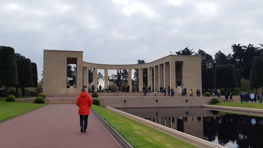 15.000 sièges devraient être installés au cimetière américain de Colleville-sur-Mer pour le 75ème D-Day.