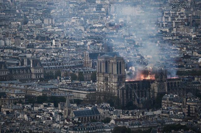 L'incendie de Notre-Dame-de-Paris vu depuis le ciel de Paris
