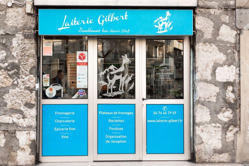 """Devanture de fromagerie """"Laiterie Gilbert"""" à Grenoble"""