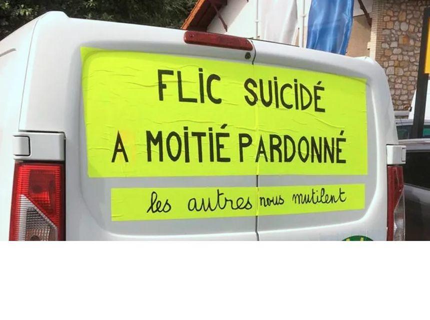La camionnette du gilet jaune dans les rues de Caussade