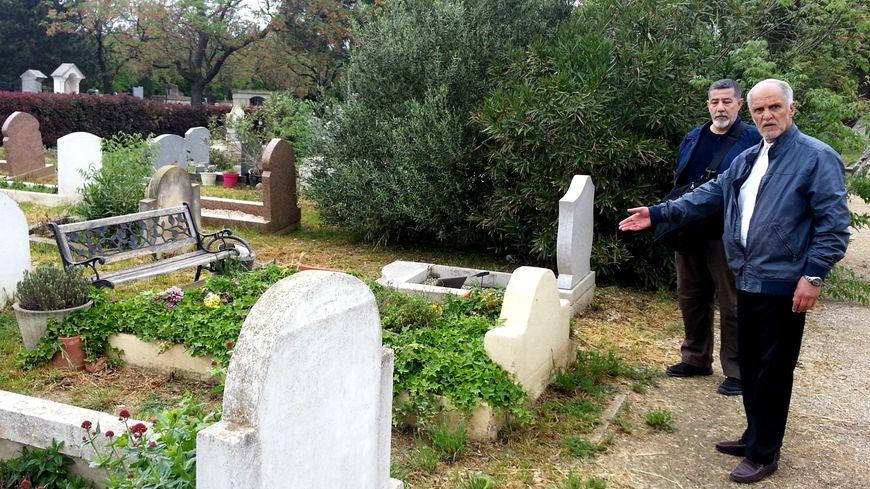 les membres du collectif des musulmans du grand Avignon veulent retirer végétation et bancs interdits du cimetière de Montfavet