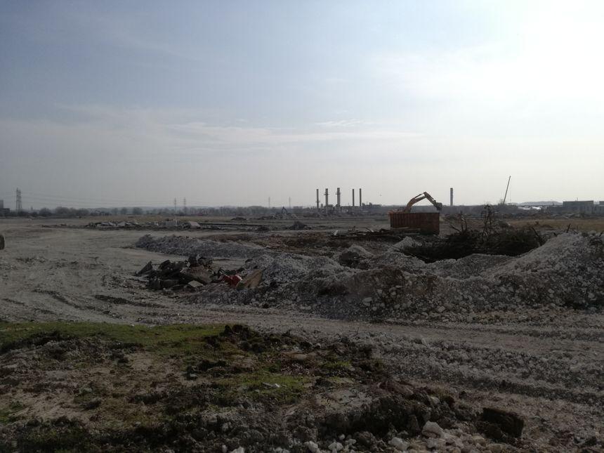 Le terrain de 280 000 m² est aujourd'hui complètement nu. Lunaire.