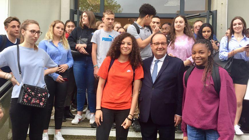 Depuis février, François Hollande fait le tour des lycées pour débattre de l'Europe