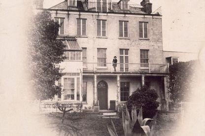 Victor Hugo sur le balcon de hauteville House 1868