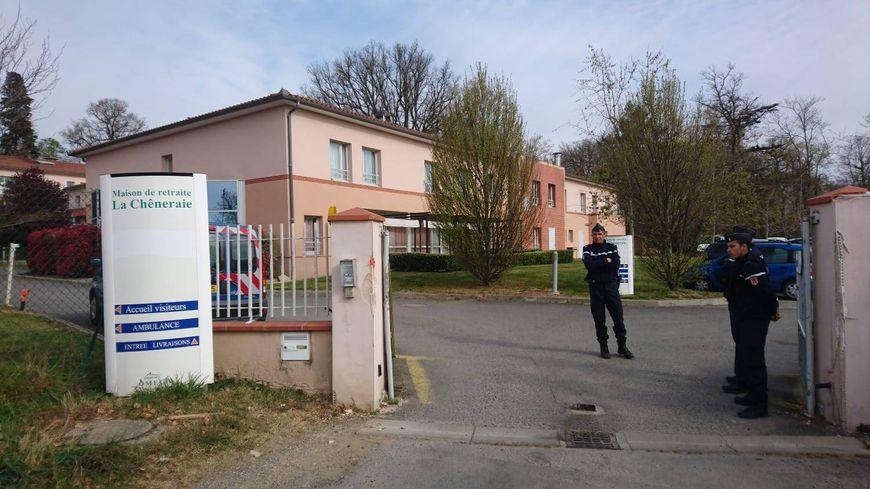 """Cinq résidents de l'EHPAD """"La Chêneraie"""" au Lherm, dans le sud de la Haute-Garonne, sont décédés dans la nuit de dimanche à lundi, d'une probable intoxication alimentaire."""