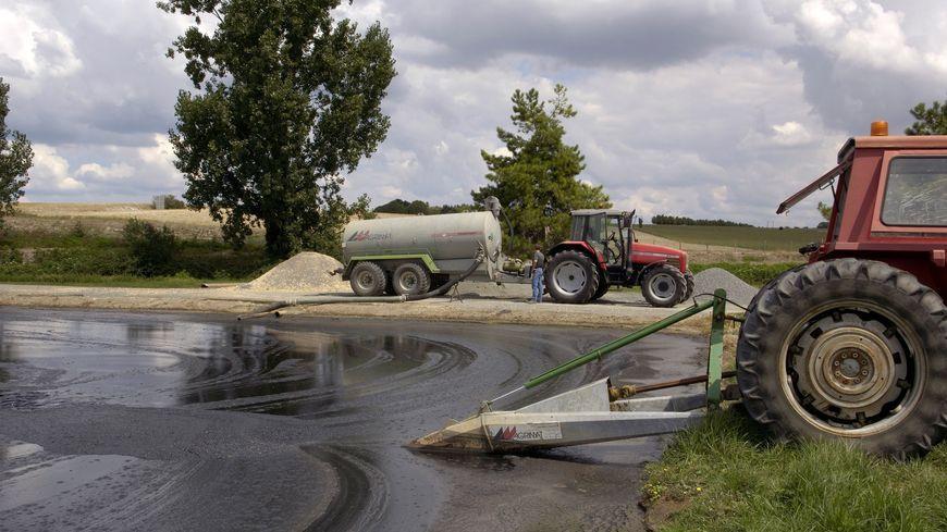 En Mayenne, le chauffeur d'une société d'hydrocurage affirme que son entreprise est responsable d'une pollution