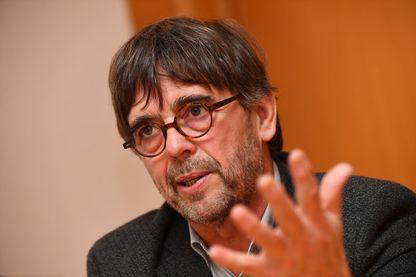 Damien Carême, le maire de Grande-Synthe, met en avant les économies réalisées sur la consommation d'énergie de la ville, pour verser un minimum social garanti