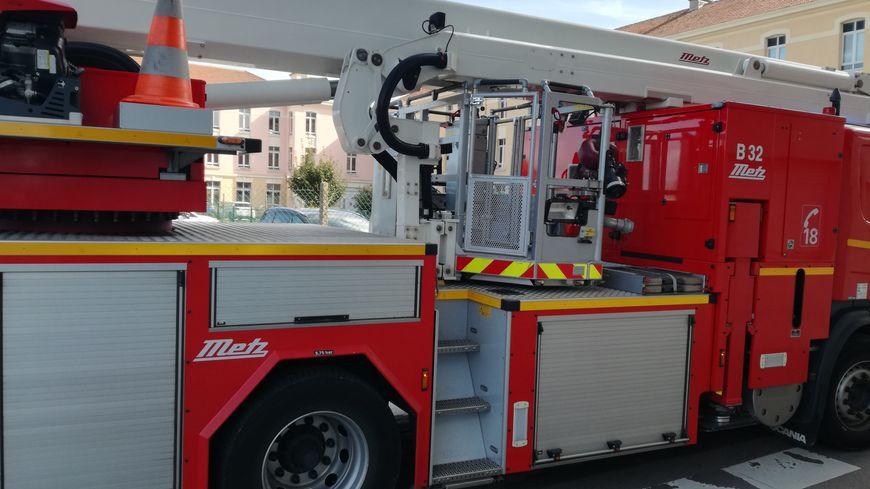 Une 20e de pompiers ont été mobilisés sur l'incendie de la rue du Haut-Pirou à Valognes. (photo d'illustration)