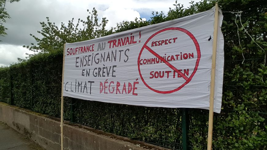 Les enseignants du collège Ernest Renan de Saint-Herblain sont en colère contre leur proviseur.