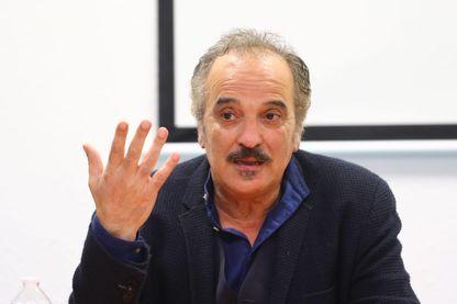 L'écrivain Akli Tadjer, pendant une conférence de presse dans un collège, le 16 novembre 2018 à Péronne (80).