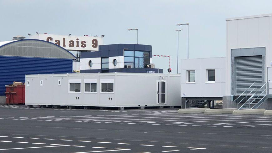 Cougnaud a installé 1000 mètres carrés de préfabriqués pour accueillir les douanes à Calais, Dunkerque et Roscoff.