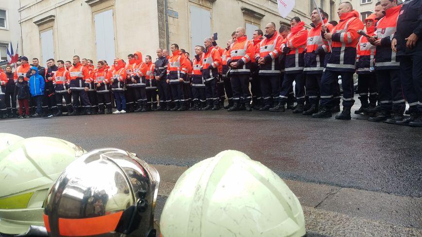 Ils ont manifesté à plus de 100 dans les rues de Niort.